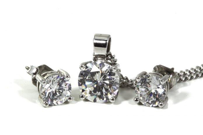 Diamantörhängen Stockholm