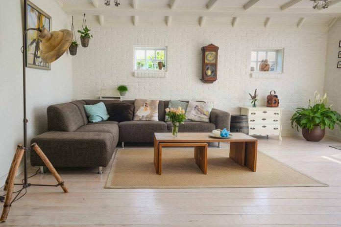 Vardagsrum dekorerat med möbler | Hurbuzz