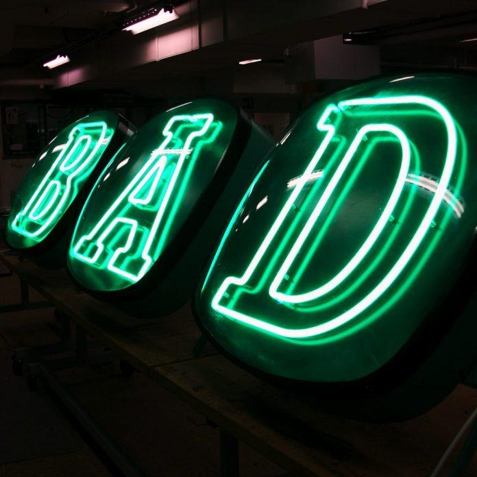 Ljuslåda, neon, akryl eller LED-belysta skyltar– vilken typ av skylt bör du välja till ditt företag? | Hurbuzz